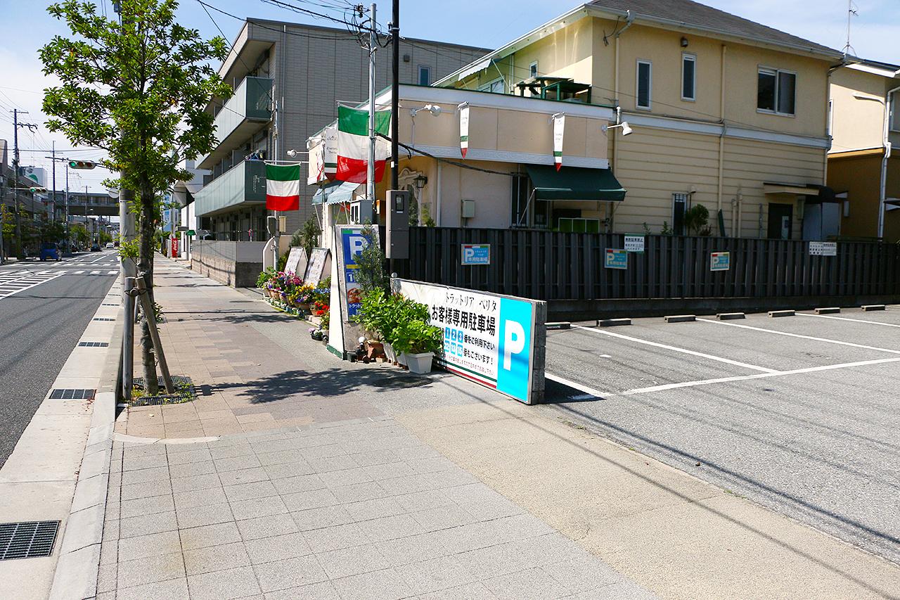 トラットリア ベリタの駐車場